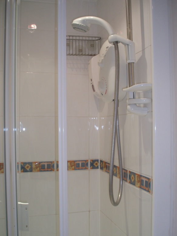 Harpenden Studio ensuite shower room